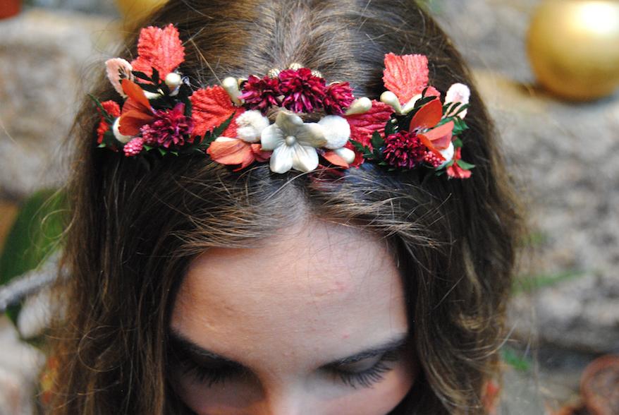 Tiara hojas rojas y flores